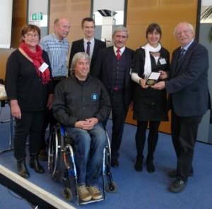 Von links nach rechts: Klaus D. Herzog (vorne), Ursula Wasel-Ziegert, Prof. Klaus Schüle, Dr. Volker Anneken, Dr. Horst Strohkendl, Ute Herzog und Dr. Matthias Schmidt-Ohlemann.