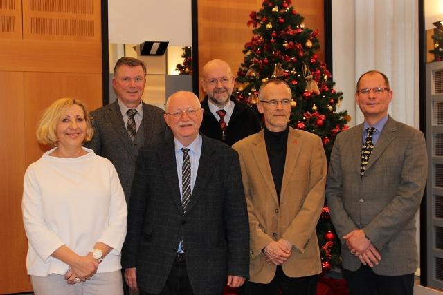 Von links: Edelinde Eusterholz, Prof. Dr. Bernhard Greitemann, Dr. Matthias Schmidt-Ohlemann, Walter Krug, Dr. Rolf Buschmann-Steinhage und Arnd Longrée (Marion Rink war beim Fototermin nicht anwesend)