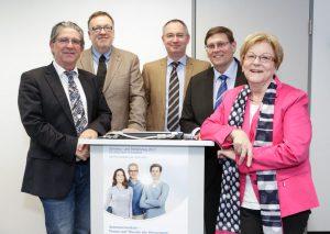 """Gruppenbild Auftaktpressekonferenz,Schmerz- und Palliativtag 2017, 22.03.207  Quellenangabe: """"obs/Deutsche Gesellschaft für Schmerzmedizin e.V./Martin Leissl"""""""