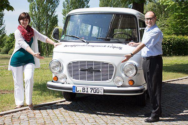 Der weiße BARKAS ist als Infomobil des BFW Leipzig in Sachen Beratung zur beruflichen Rehabilitation in Torgau unterwegs. © A. Starke, BFW Leipzig