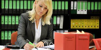 Die Umschulung zum Steuerfachangestellten bietet durch die enge Verzahnung von Theorie und Praxis hohe Übernahmegarantien. © Kassner, BFW Leipzig