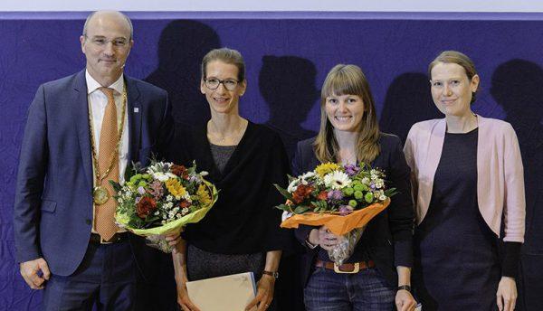 Bei der Preisverleihung: Prof. Dr. Ulrich Rüdiger, Rektor der Universität Konstanz, Dr. Johanna Fiess, Ilka Buchmann, Lisa Friedrich-Schmieder, Vorstandvorsitzende der Stiftung Schmieder für Wissenschaft und Forschung (v.l.)