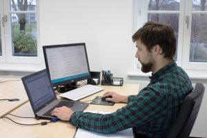 Wer eine Leidenschaft zum Programmieren mitbringt, kann sich am BFW Leipzig zum Fachinformatiker Anwendungsentwicklung umschulen lassen. © H. Blumentritt, BFW Leipzig