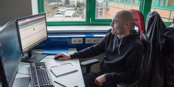 Alexander Geisenhainer hat seine IT-Passion durch eine Umschulung zum Fachinformatiker Fachrichtung Systemintegration zum Beruf gemacht. © M. Lindner, BFW Leipzig