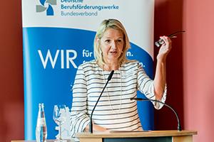 Dr. Susanne Gebauer, Vorstandsvorsitzende des BV BFW begrüßt die Gäste des Parlamentarischen Abends