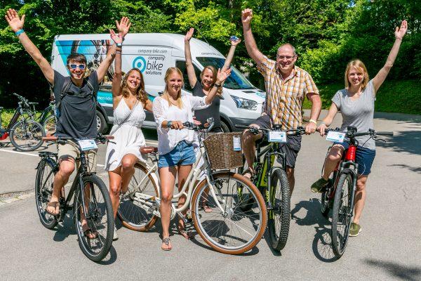 60 Jahre und kein bisschen langsam: Auftaktveranstaltung für Mitarbeiter-Fahrradleasing bei den Waldburg-Zeil Kliniken Neutrauchburg