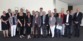 Foto (DRV Westfalen): Teilnehmer des Forums Ökonomie am 10.06.18 in Münster. Zweiter von rechts: Thomas Keck (ED DRV WF), Vierte von rechts: Barbara Hassenkamp (Rehaleiterin, DRV WF)