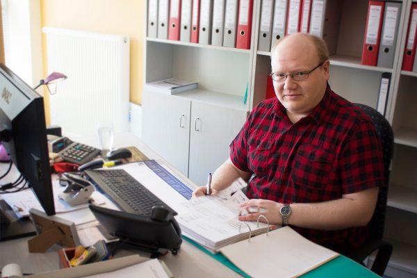 Als Steuerfachangestellter hat Robert Müller über die betriebliche Lernphase 2018 seinen neuen Arbeitsplatz in einer Steuerberatungskanzlei in Weißenfels gefunden. © M. Lindner, BFW Leipzig