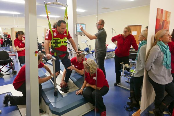 Hochmoderne Trainingsgeräte unterstützen die Therapie im PASSAUER WOLF Bad Gögging