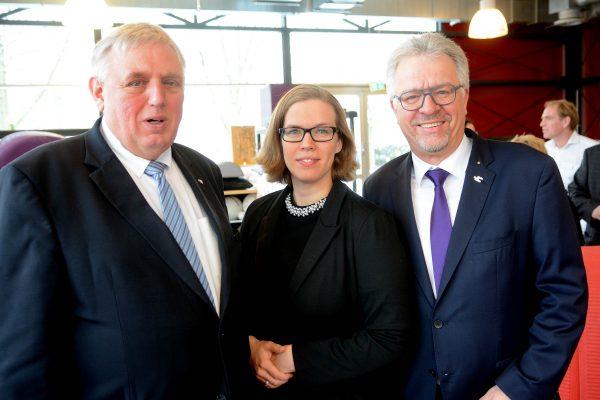 Minister Laumann fordert besseres Gehalt für Therapeuten