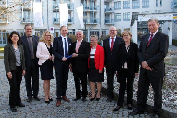 Neue Kaufmännische Leitung im Rehafachzentrum Bad Füssing - Passau: Josef Küblbeck übergibt an Alexander Schunicht