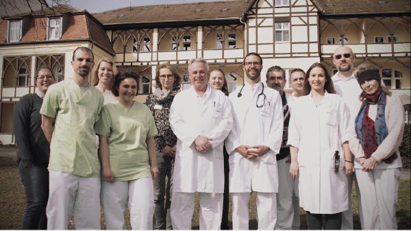 Immer in Bewegung – Dr. Becker Kiliani-Klinik wirbt kreativ um neuen Chefarzt