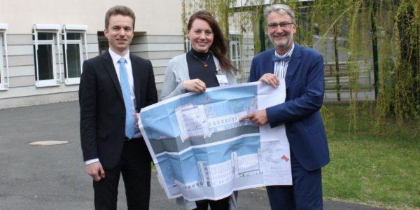 Neue Geschäftsführerin in der Asklepios Neurologische Klinik Falkenstein - Stefanie Bauer löst Petra Hohmann ab