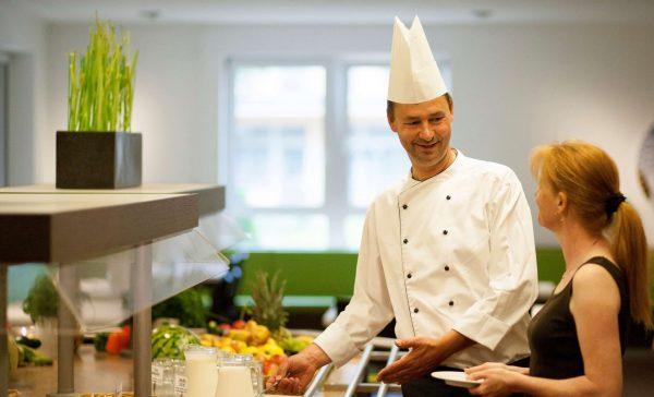 Frisch, regional und bio: Dr. Becker Klinikgruppe stellt Speisenversorgung um