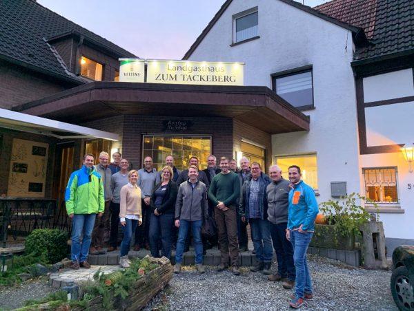 Betriebliches Gesundheitsmanagement für Führungskräfte: Waldbaden im Arnsberger Wald