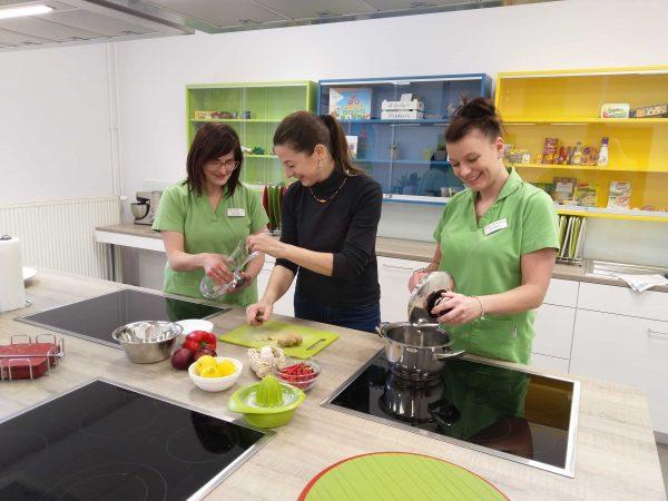 Ratatouille und Apfel-Tiramisu: Neue Lehrküche in der Dr. Becker Burg-Klinik eingeweiht