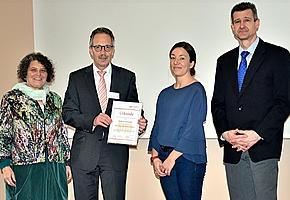 """Betroffene besser erreichen – Rehaklinik Am Kurpark erhält Anerkennung als """"Selbsthilfefreundliche Rehabilitationsklinik"""""""