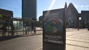 Über 100 mal machen Plakate von Kay-Christian Dominte auf das Thema Solidarität in der Innenstadt von Leipzig aufmerksam. © M. Lindner, BFW Leipzig