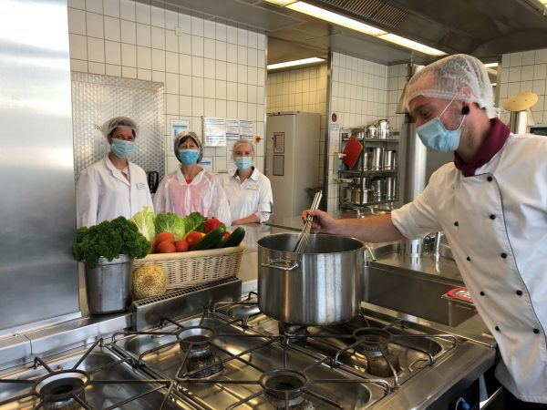 """Küchen in den Paracelsus-Kliniken erhalten RAL-Gütezeichen """"Kompetenz richtig Essen in Kliniken"""""""