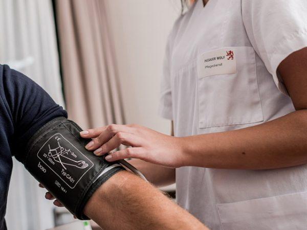 Neue generalistische Pflegeausbildung macht den Pflegeberuf attraktiver — Passauer Wolf wird Träger der praktischen Ausbildung