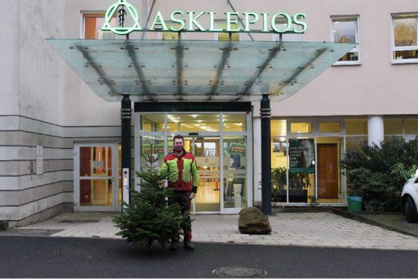 Weihnachtsbaumspende für Asklepios Neurologische Klinik Falkenstein