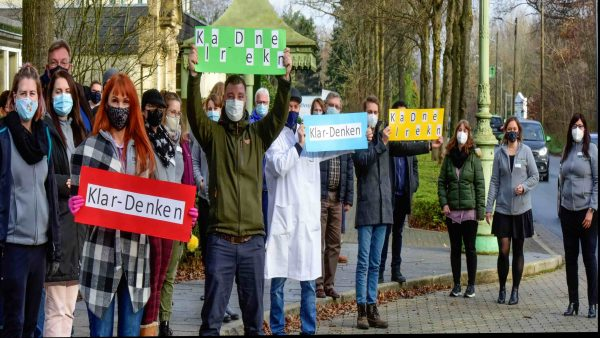 Protestmarsch: Dr. Becker Klinik Juliana setzt Zeichen gegen Querdenker