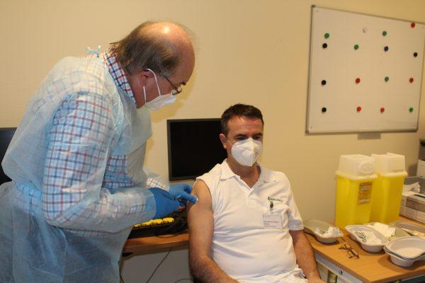 In der Asklepios Neurologischen Klinik Falkenstein werden die Ärmel hochgekrempelt